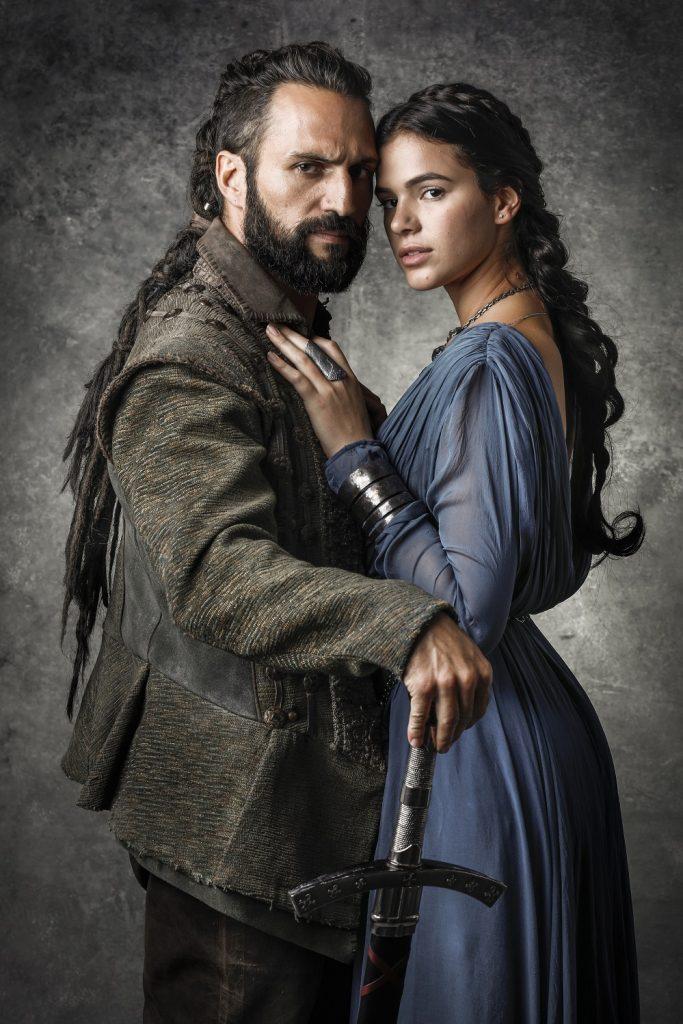 Constantino José Fidalgo e Catarina Bruna MarquezineCrédito  Globo Sergio Zalis 683x1024 Os reinos e o futuro de Montemor