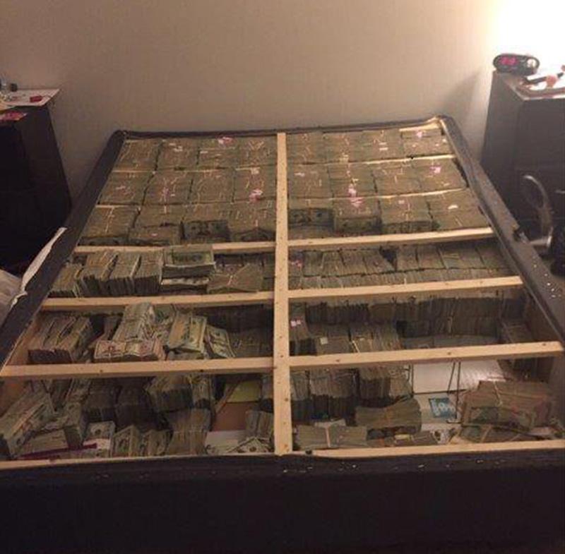 Foto15 Dinheiro no colchao Brasileiro flagrado com US$ 20 milhões no colchão pega 3 anos de prisão