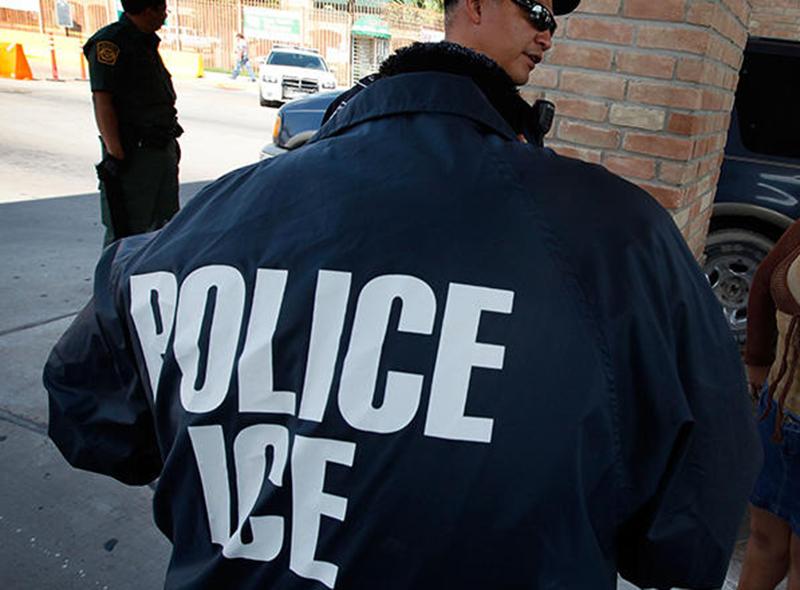 Foto23 Agentes do ICE  Indocumentado é deportado após ex namorada denunciá lo ao ICE