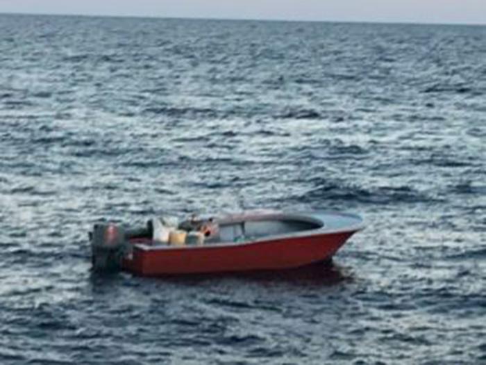 Foto25 Barco em Jupiter FL Guarda Costeira prende 2 brasileiros em barco clandestino na FL