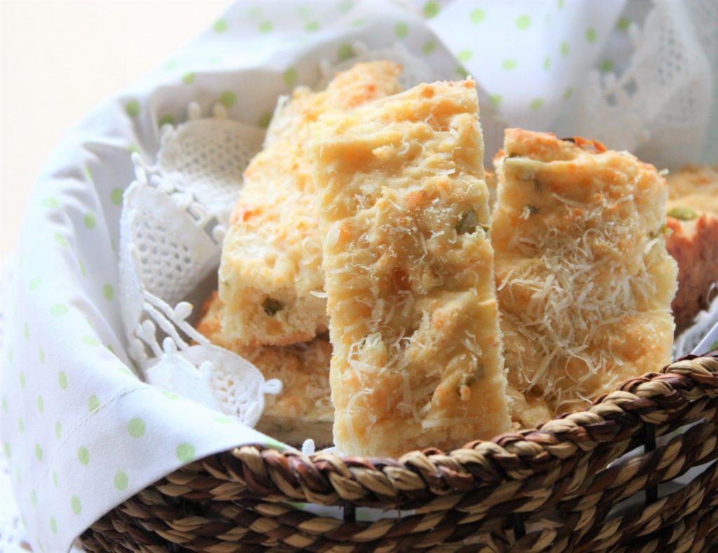 Pao de queijo com mostarda e cebolinha Pão de queijo com mostarda e cebolinha