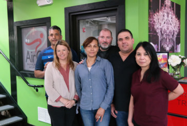 Fisioterapeuta carioca faz sucesso atendendo a comunidade no Ironbound