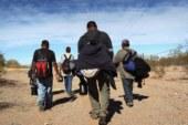 """""""Coiotes"""" abandonam 57 indocumentados no deserto"""