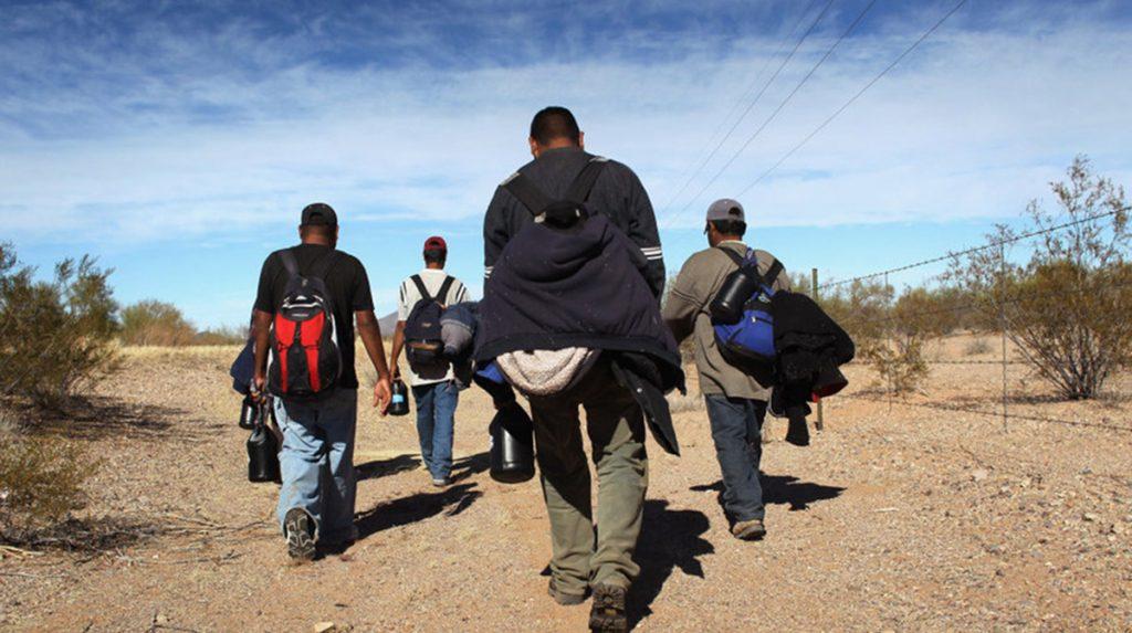 """Foto2 Imigrantes na fronteira """"Coiotes"""" abandonam 57 indocumentados no deserto"""