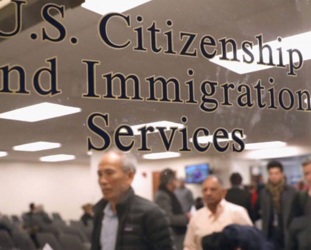 Foto23 USCIS Trump quer negar green card a imigrantes de baixa renda