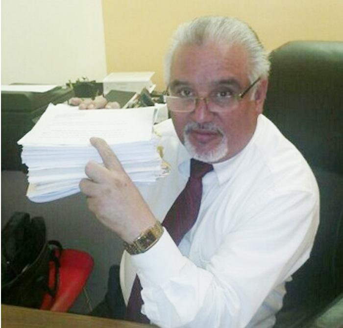 """Foto26 Carlos Davila ONG é multada em US$ 38.950 por vender IDs """"contra deportação"""""""