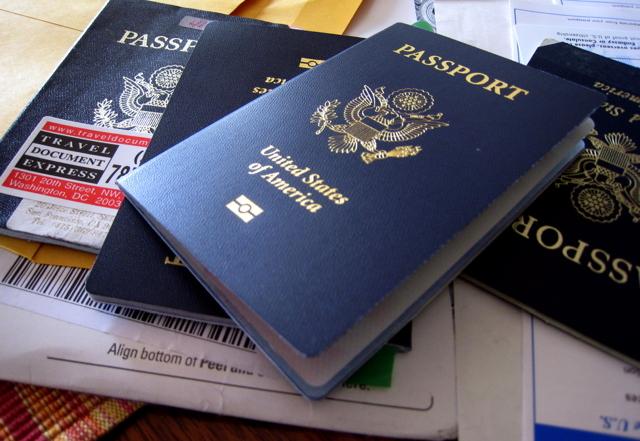 Foto7 Passaportes americanos Governo cancela passaportes e deporta americanos hispânicos