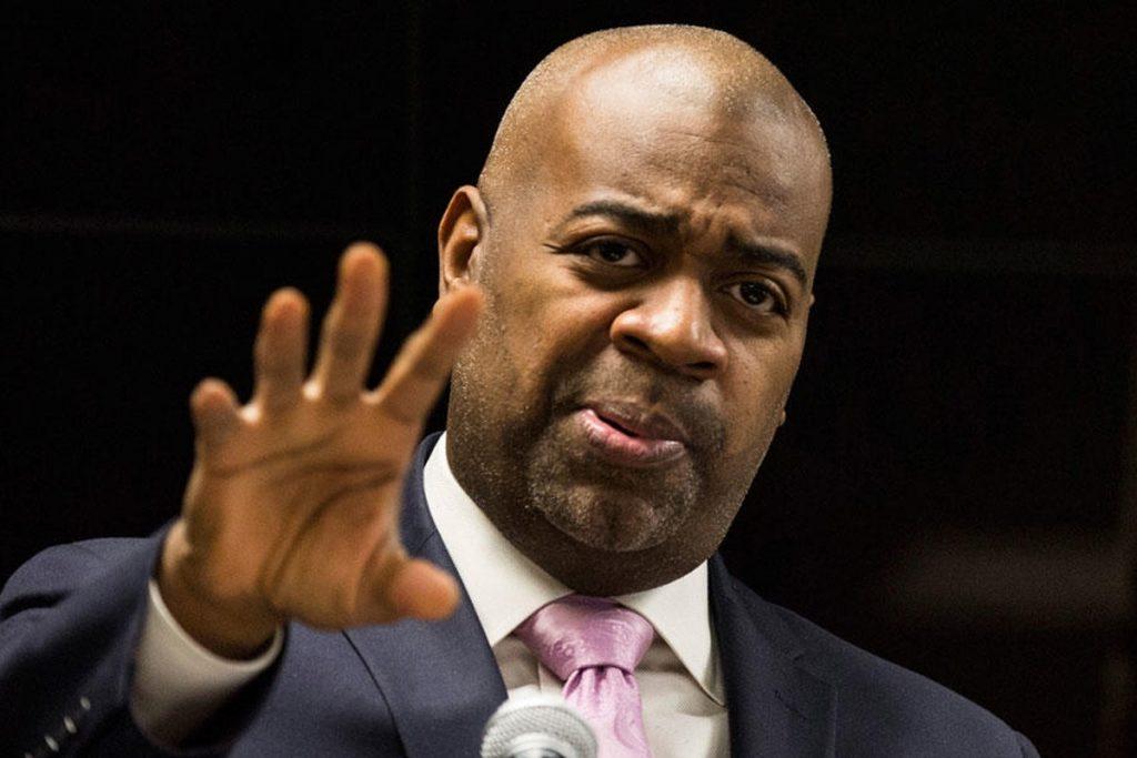prefeito rb Polícia de Newark entrega imigrante ao ICE