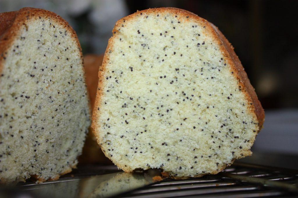 Bolo pound cake de cream cheese e sementes de papoula Bolo pound cake de cream cheese e sementes de papoula
