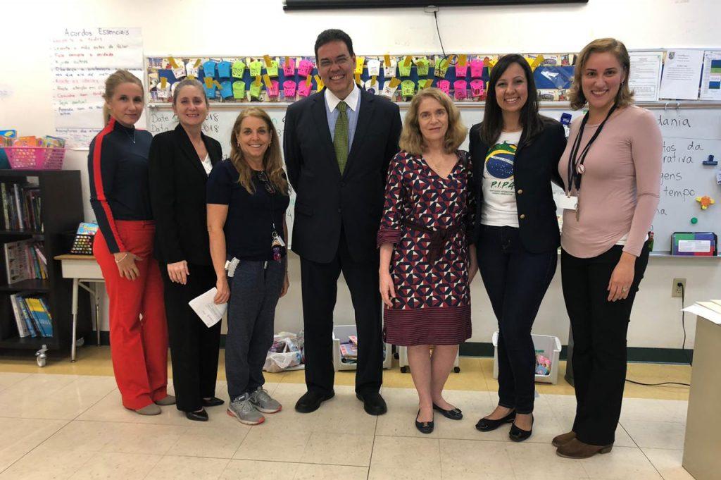 Foto12 Jackeline Sanchez Jimenez Carmen M Embaixador participa da Semana da Herança Brasileira na Escola Ada Merritt