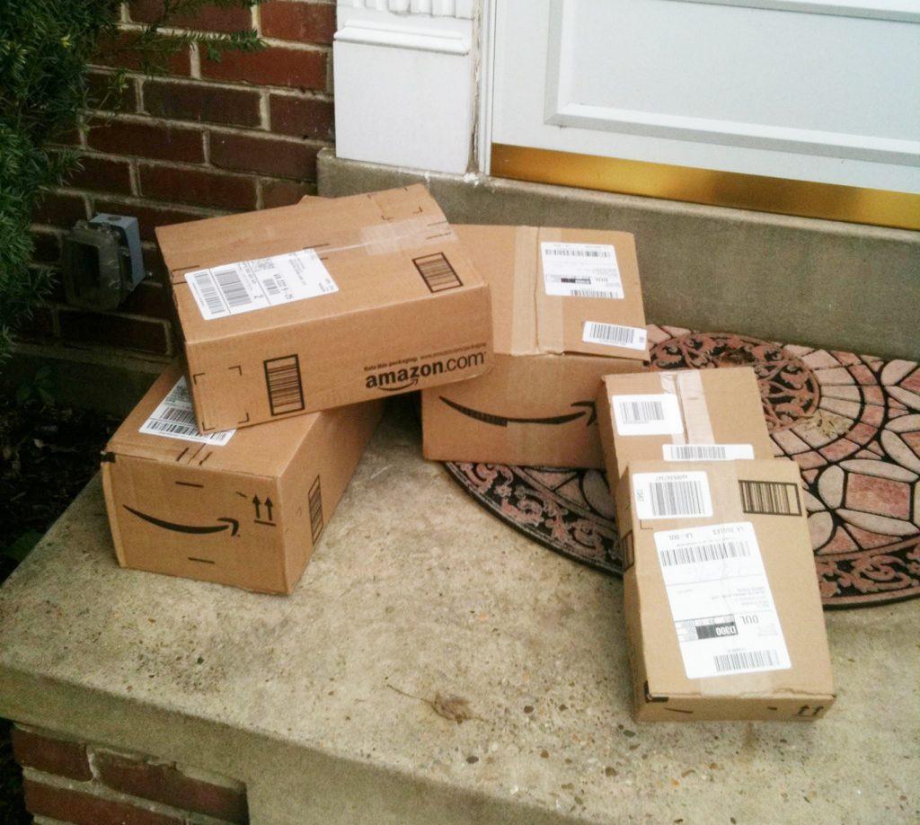 Foto2 Pacotes deixados a porta Motorista contratado da Amazon roubava pacotes já entregues