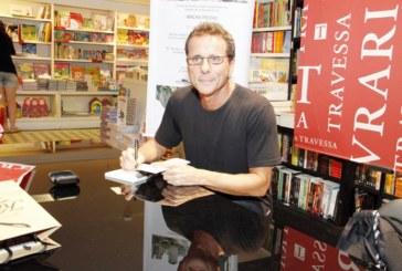 "Titã Tony Bellotto lança livro ""Bellini e a Esfinge"" em inglês"
