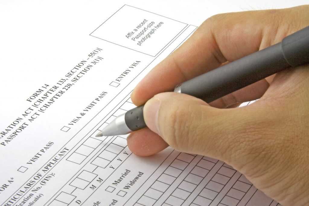 Foto24 Formularios de imigracao  Os piores erros que os imigrantes cometem nos formulário para legalização