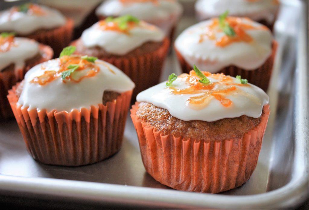 Cupcake de cenoura com curry e applesauce Cupcake de cenoura com curry