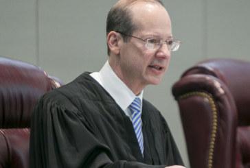 Juiz limita batidas do ICE em tribunais de New Jersey