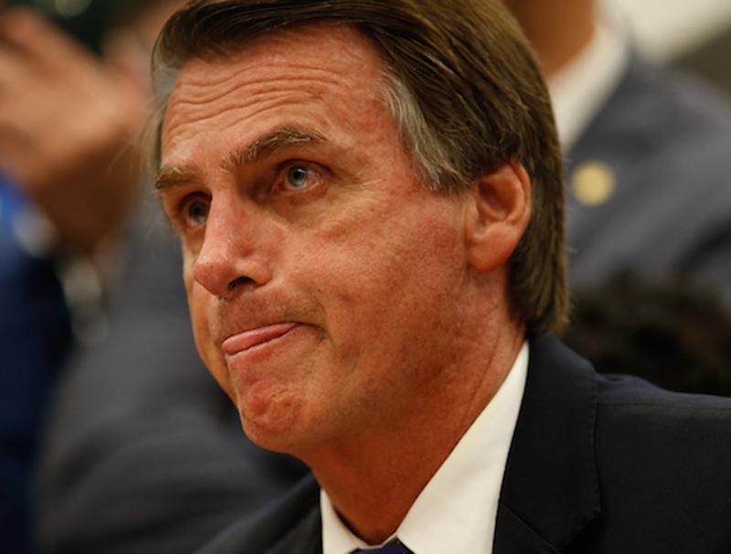 """Foto20 Jair Bolsonaro  Blasio """"pediu ao povo para jogar ovo e estrume em mim"""", diz Bolsonaro"""
