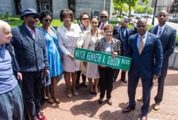 "Broad Street torna-se ""Mayor Kenneth A. Gibson Blvd"" em Newark"
