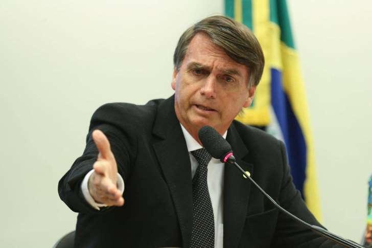 bolso explica Indesejado em NY, Bolsonaro pode receber prêmio em outro estado