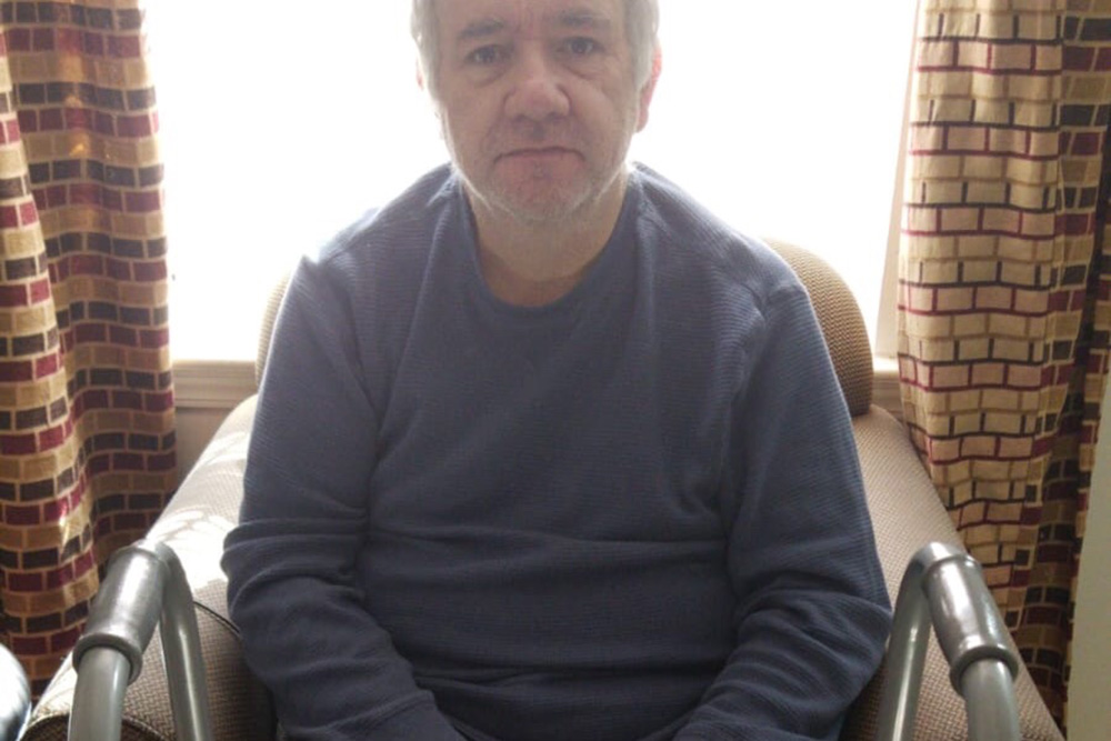 %name Brasileiro pede ajuda para irmão incapacitado por enfermidade