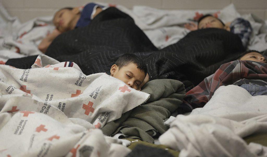 Foto18 Criancas em abrigos  Ativistas pedem liberação de crianças imigrantes detidas na Flórida