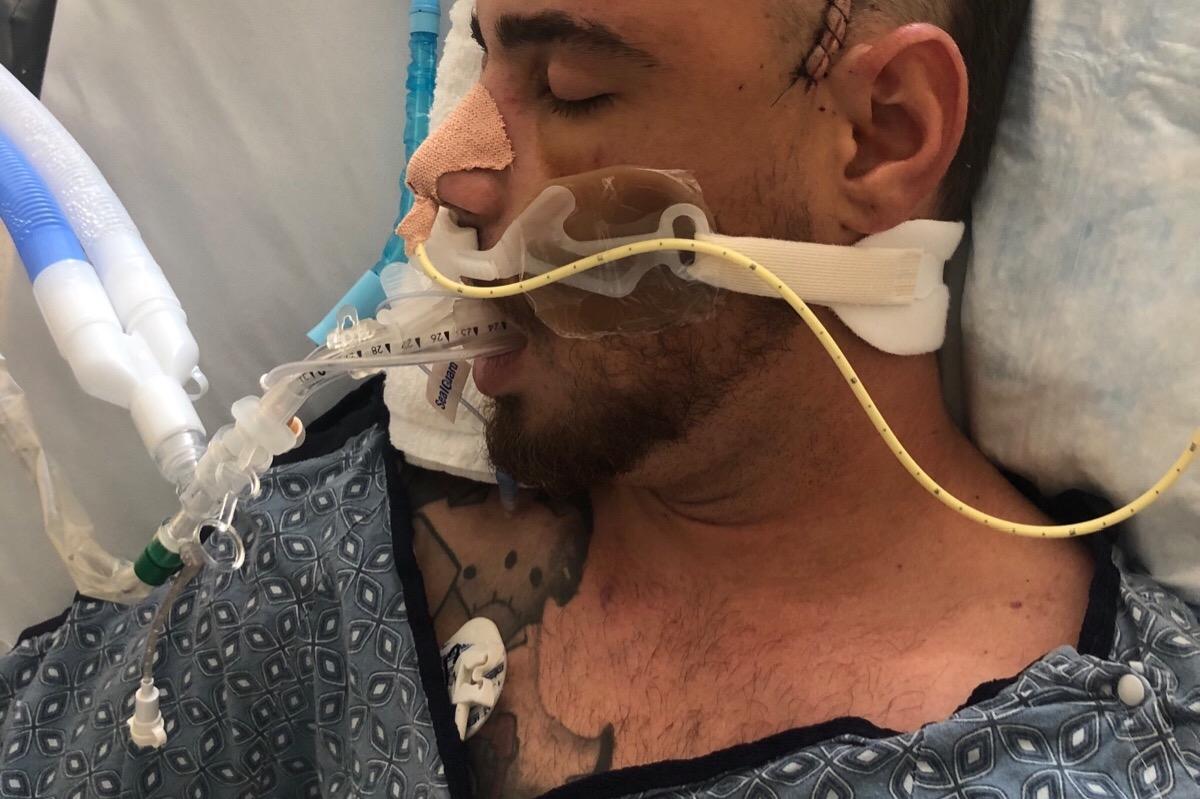 %name Amigos fazem campanha para brasileiro vítima de doença congênita rara