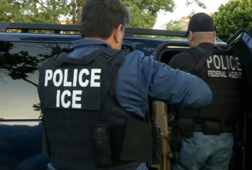 Agentes do ICE realizam batidas, mas não puderam entrar em casas