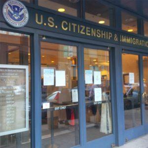 """Foto16 USCIS 300x300 USCIS utiliza """"Google Translate"""" para verificar postagens de refugiados"""