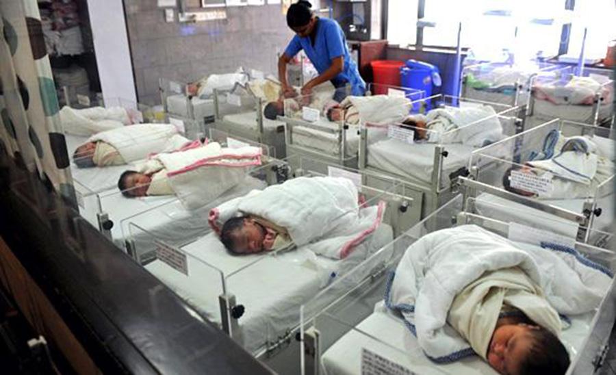 """Foto17 Recem nascidos Chinesa líder de """"turismo de nascimento"""" pode pegar 15 anos de prisão"""