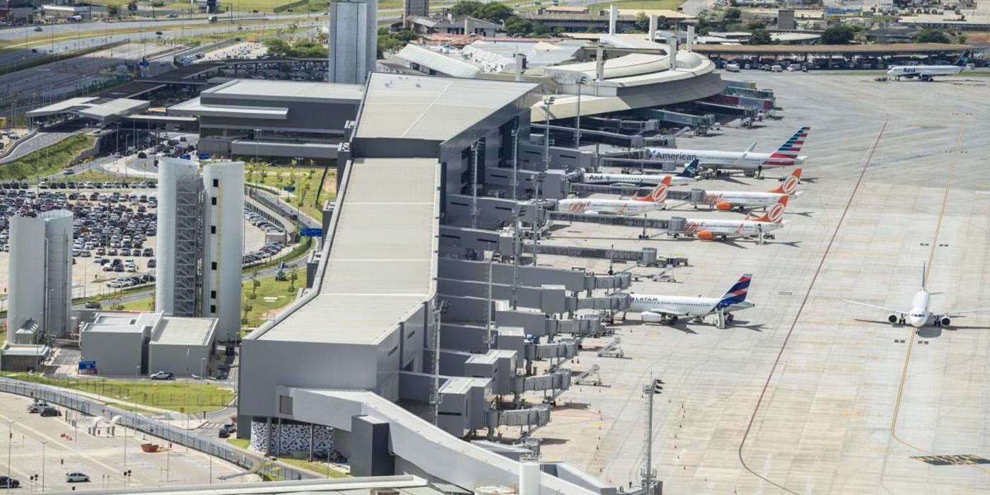 Foto20 Aeroporto Internacional de Confins Avião com 70 brasileiros deportados posou no sábado (26) em MG