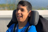 Brasileira faz campanha para filho especial vítima de erro médico