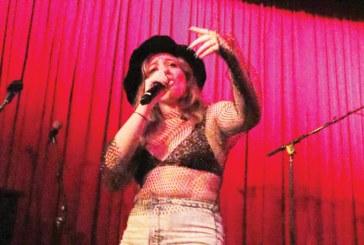 Lily Lyon faz turnê na Costa Leste dos EUA