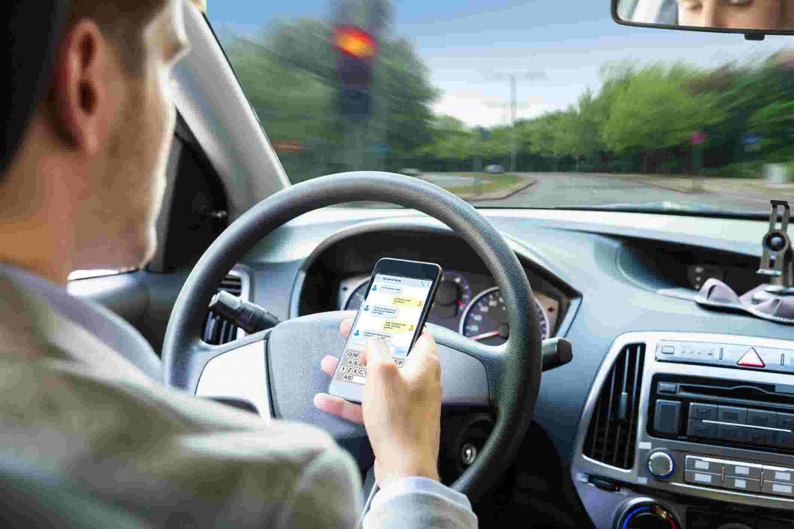 Foto32 Celular no transito  Aprovada lei que proíbe o uso do celular no trânsito em MA