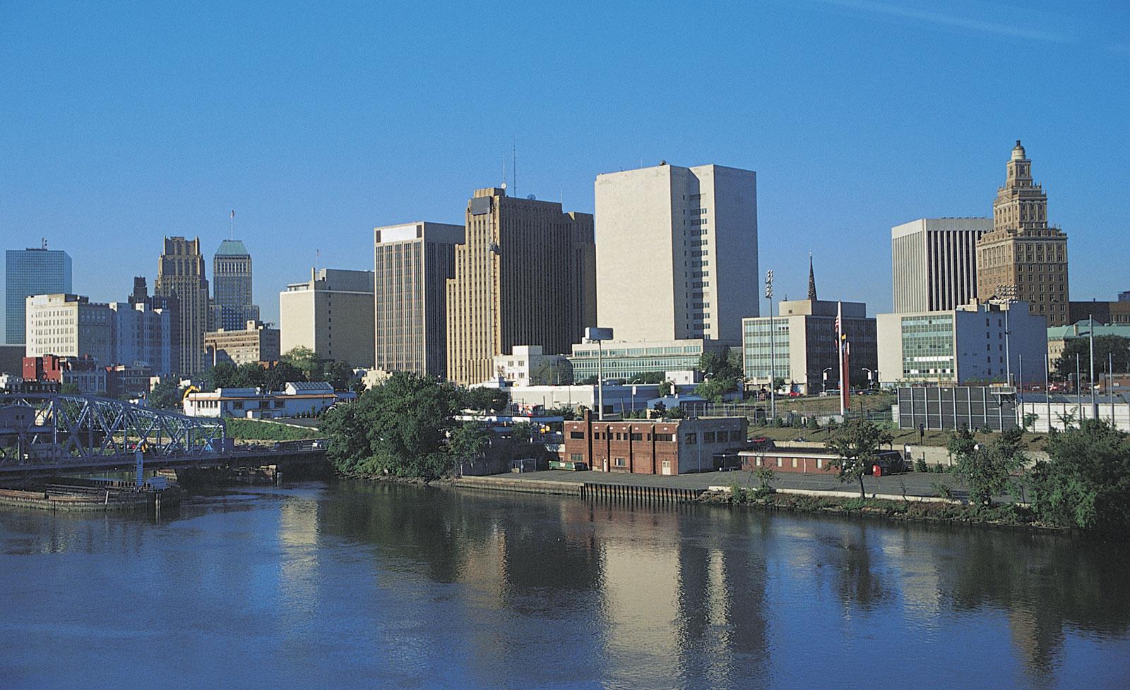 Foto23 Newark Newark processa Nova York por envio de famílias sem teto a NJ