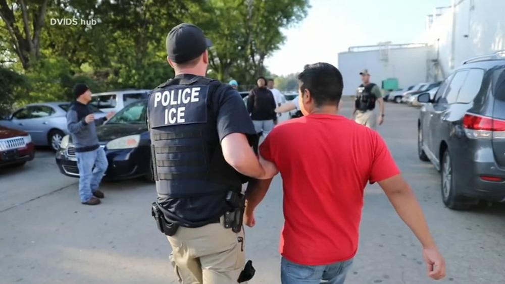 Foto17 Prisao ICE Patrulha da Fronteira enviará tropas de elite às cidades santuário