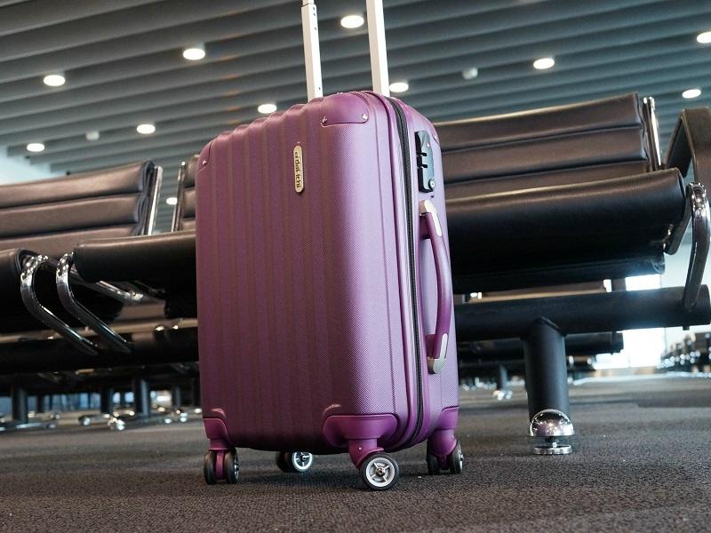 Foto24 Bagagens no aeroporto American Air muda franquia de bagagem para o Brasil