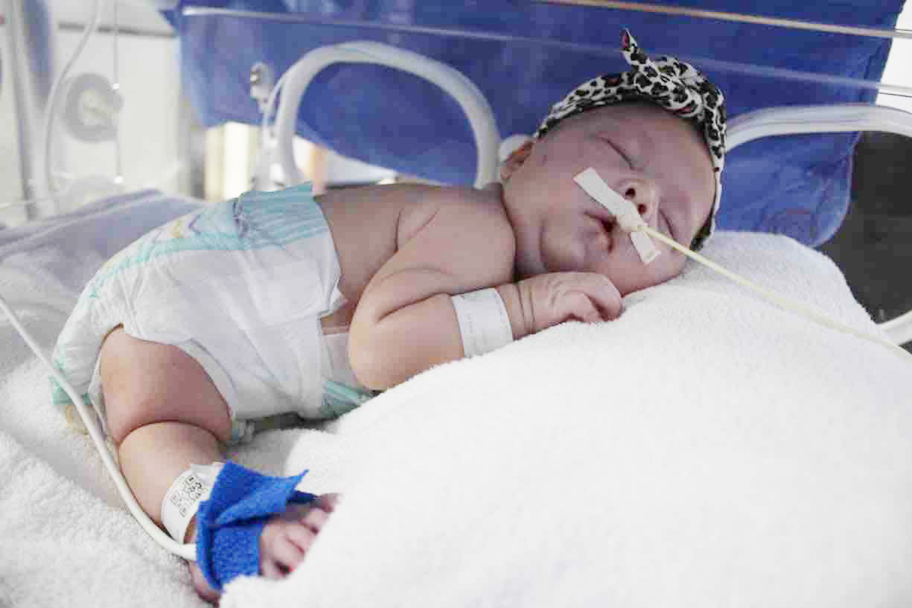 Foto8 Isabella Gomes Crema Família pede ajuda para brasileirinha com síndrome rara