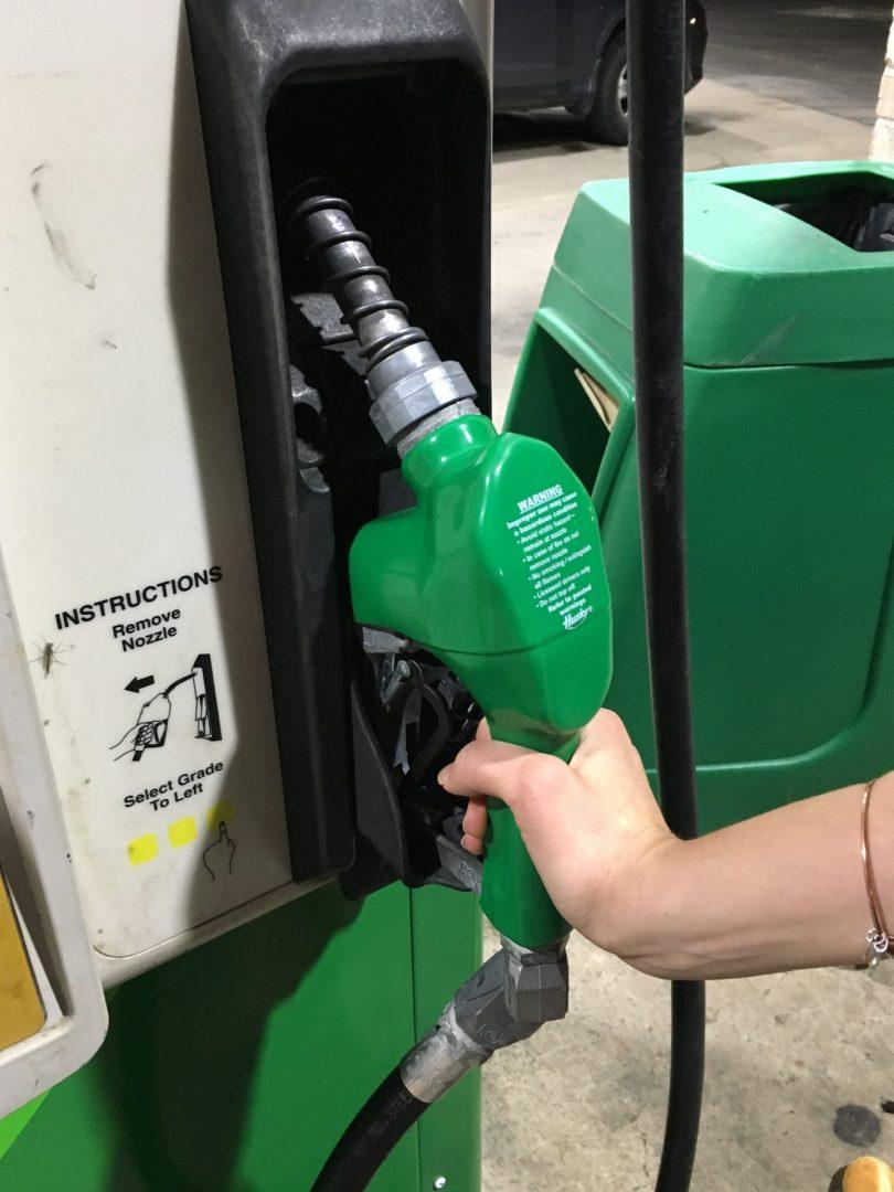 Foto18 Bomba de gasolina scaled Coronavírus faz preço da gasolina cair em NJ