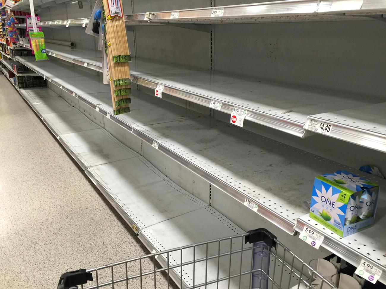 Foto4 Prateleiras vazias 1 NJ proíbe retorno de mantimentos comprados durante surto de coronavírus