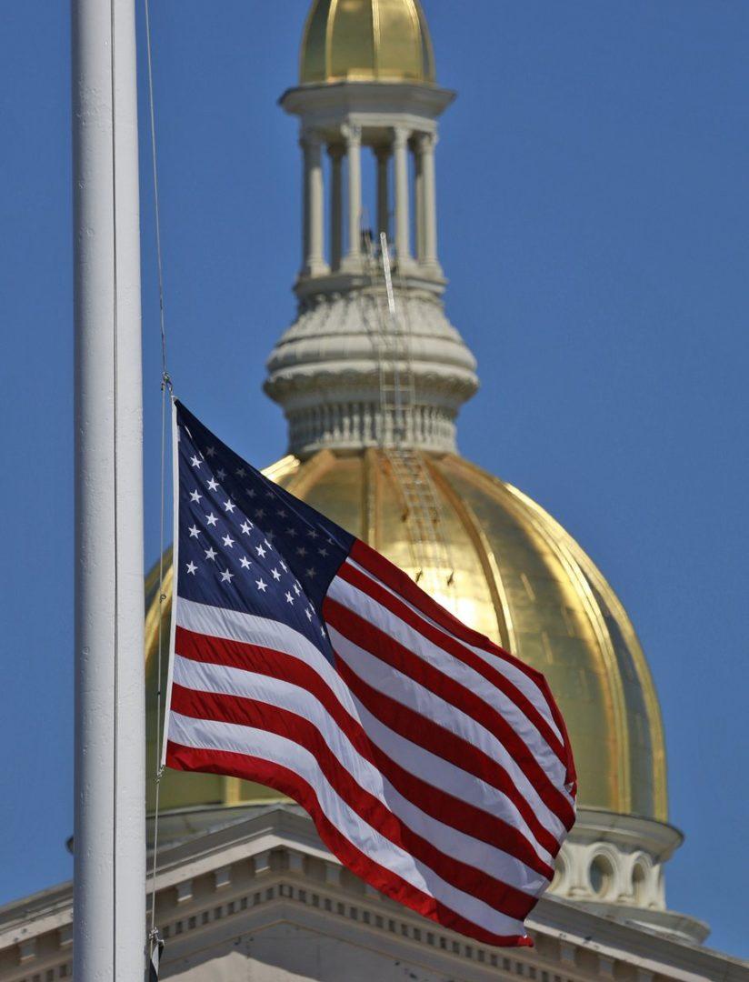 Bandeira meio mastro Governdor ordena bandeiras a meio mastro por tempo indeterminado