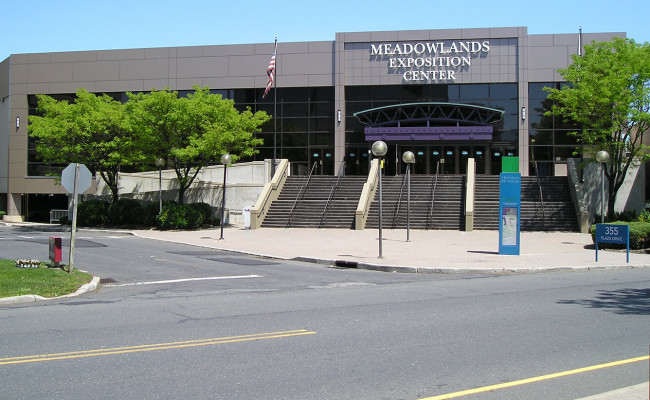 Meadowlands Exposition Center  N.J. encomenda 20 caminhões refrigerados para armazenar até 1.680 corpos