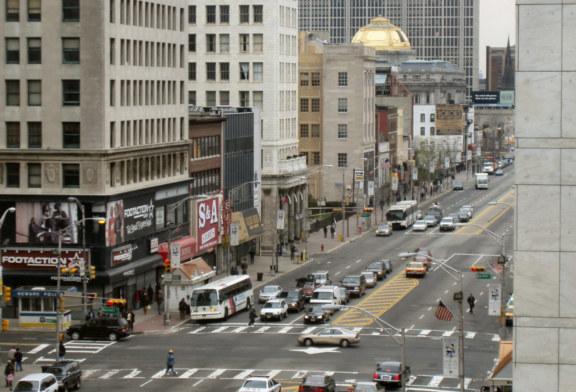 Polícia de Newark fecha 44 lojas e multa 842 pessoas por violação de quarentena