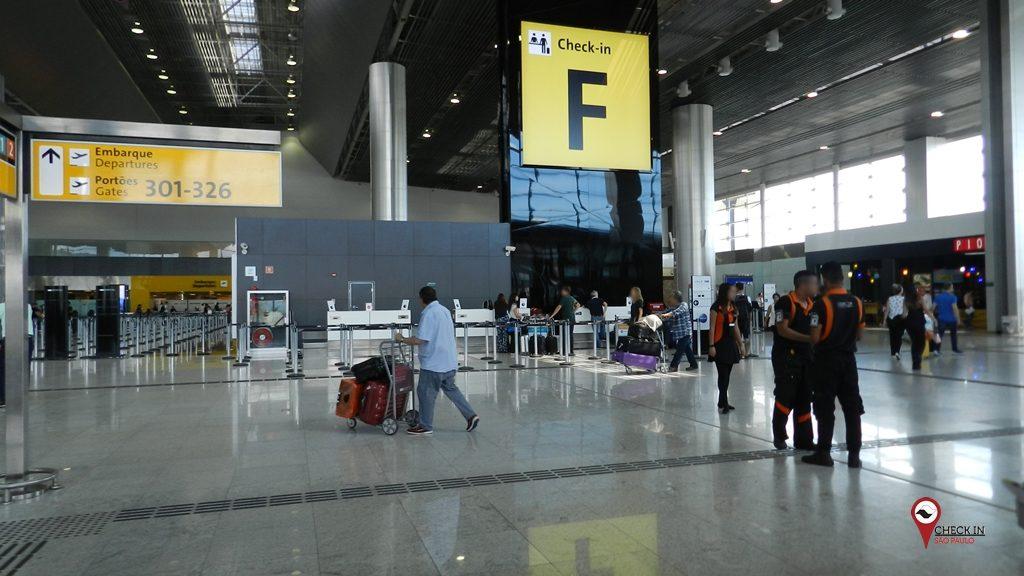 Brasil restringe por mais 30 dias a entrada de estrangeiros no país