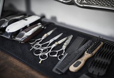 Barbearia Barbeiro que ignorou quarentena pega coronavírus em NY