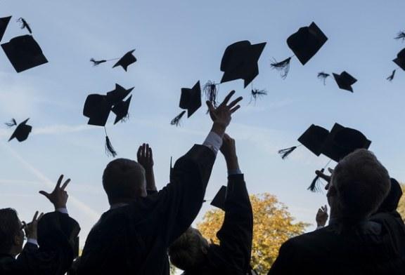 Escolas poderão realizar formaturas presenciais em julho, diz governador