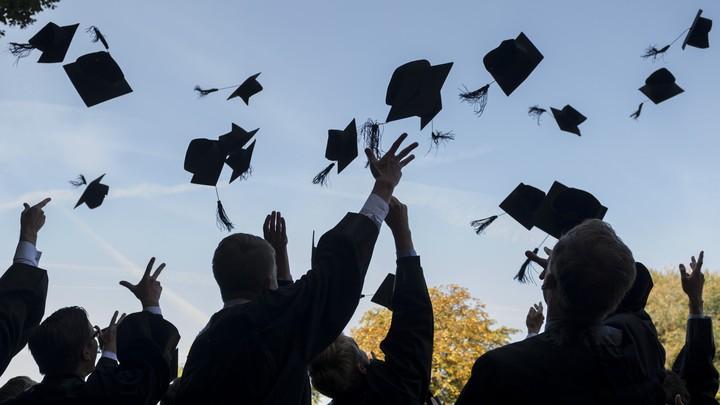 Formatura Escolas poderão realizar formaturas presenciais em julho, diz governador