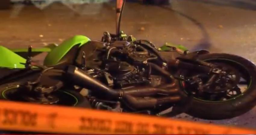 Moto de Enzo Vinicius Dolence Brasileiro morre e namorada fica ferida em acidente de moto