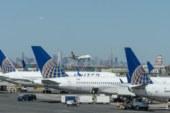 United Airlines usa apenas de 3 mil de seus 25 mil comissários de bordo