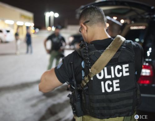 Agentes ICE ICE detém veterano e cidadão dos EUA durante protesto contra violência policial