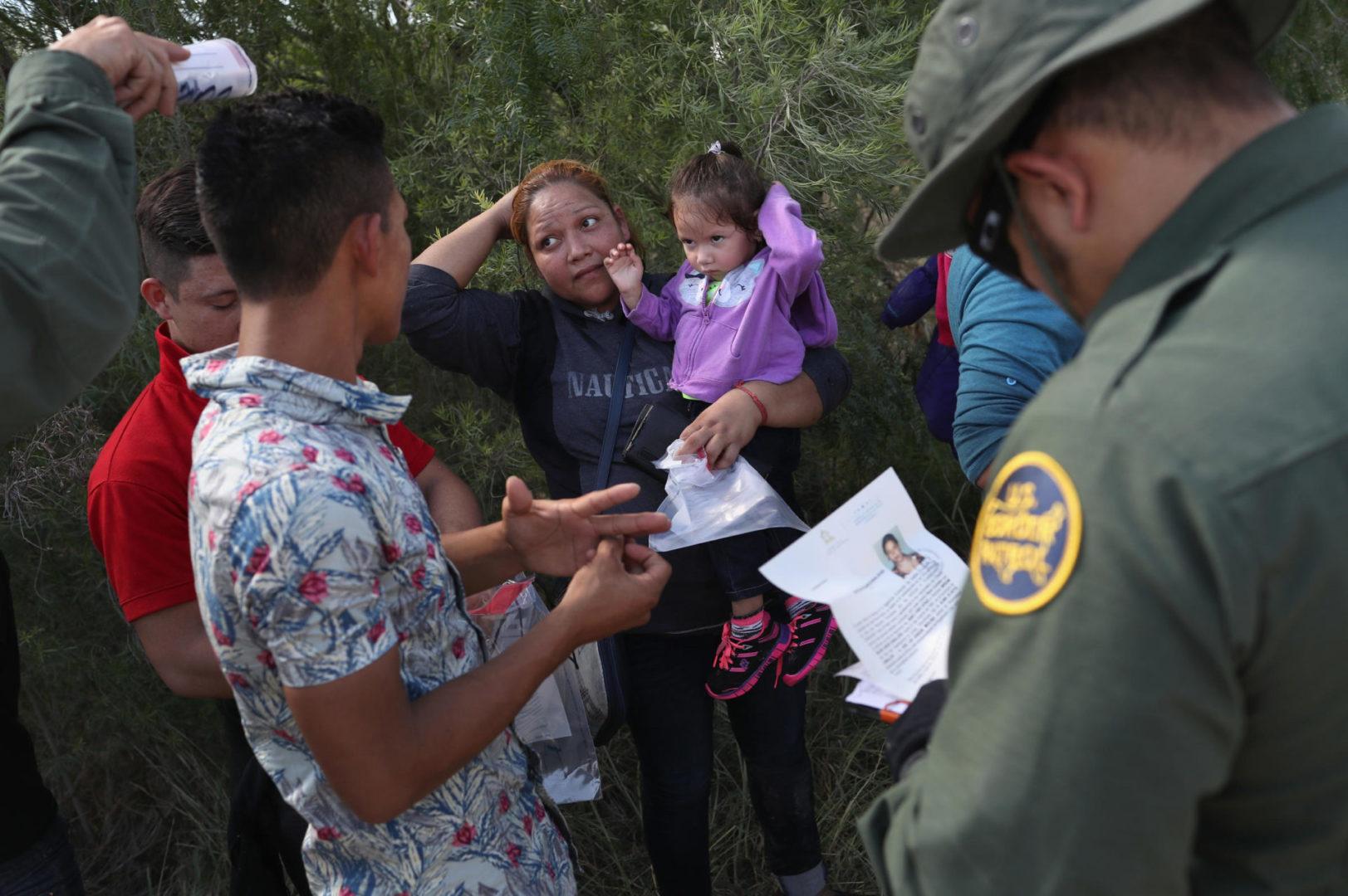 Imigrantes na fronteira scaled Nova proposta de governo Trump dificulta ainda mais pedidos de asilo