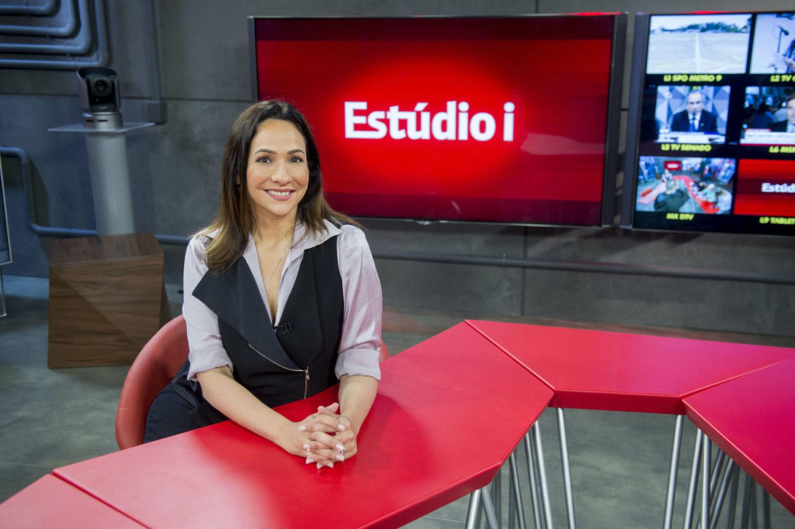 Maria Beltrão apresentadora do Estudio I da GloboNews. Credito Globo João Cotta scaled Globo disponibiliza o Globoplay para assinantes do canal internacional na Sling TV